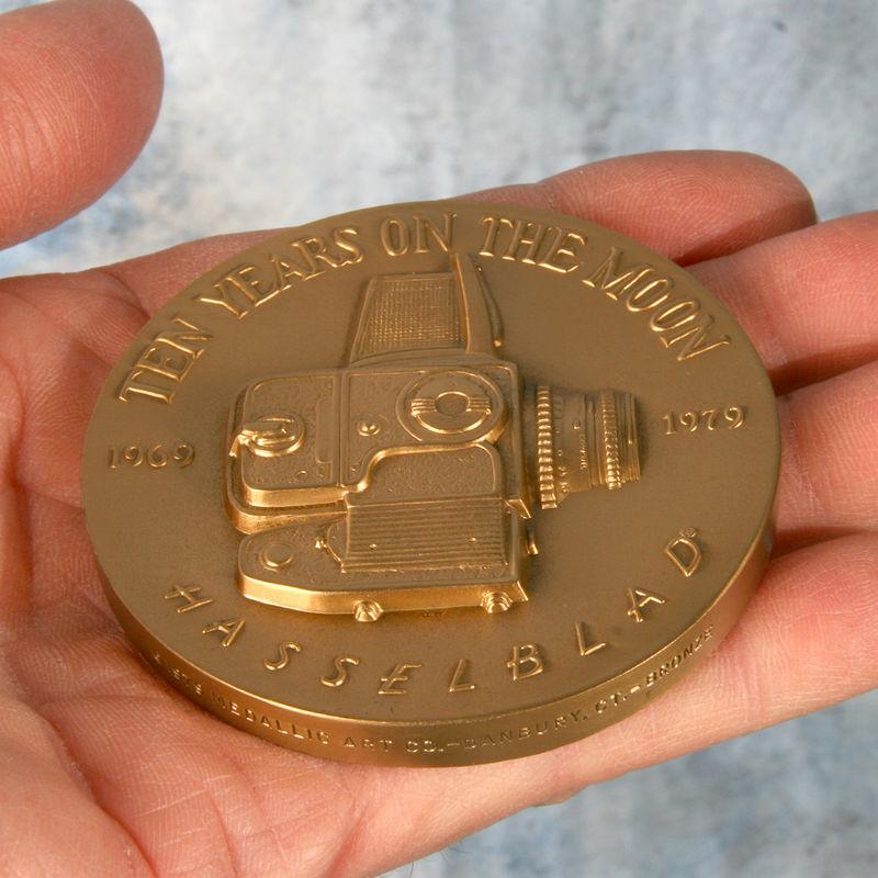 Medal_hand